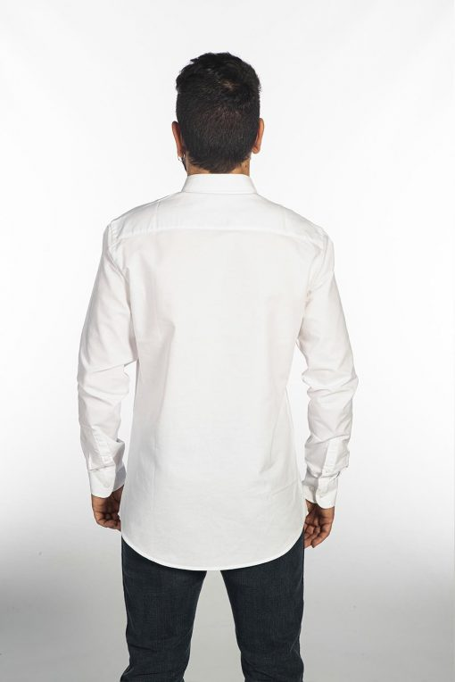 camisa blanca de trabajo