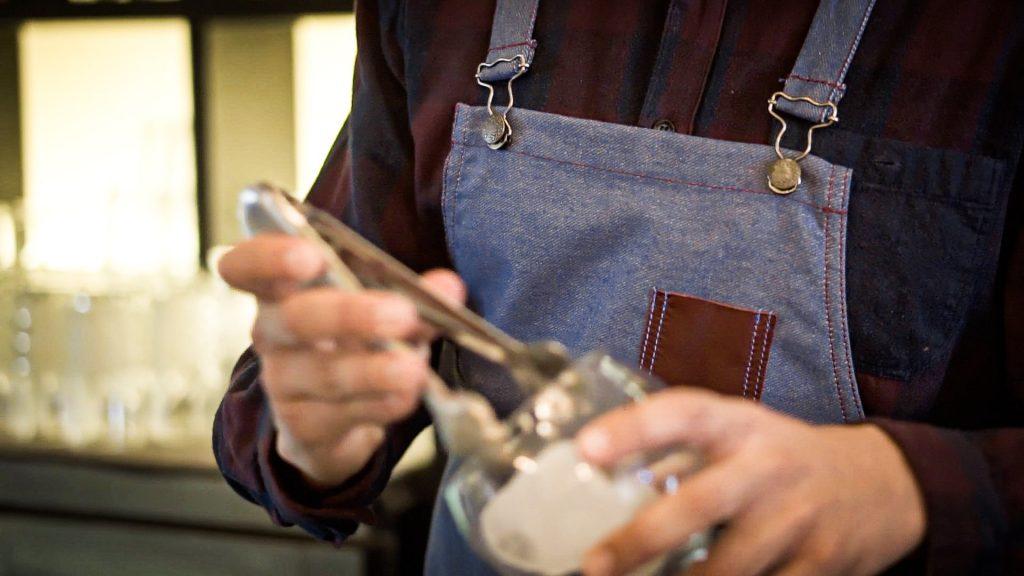 Delantales modernos para bartenders y baristas